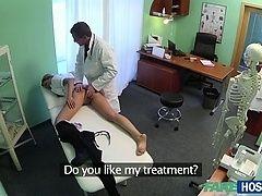Нэнси - кокетливая и непослушная медсестра на скрытой камере