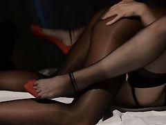 Девушка занимается сексом перед зеркалом