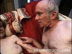 Худая бабуля ебется со старым любовником