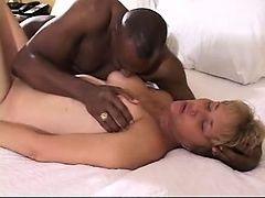 Горячая жена трахает огромный черный член