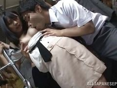 Азиатка в метро облапана толпой по пути в офис