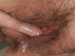 Старая волосатая киска получает сперму