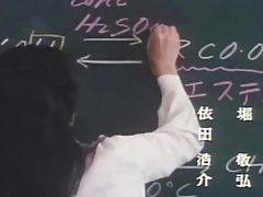 Симпатичная азиатка учительница любит трахаться после уроков