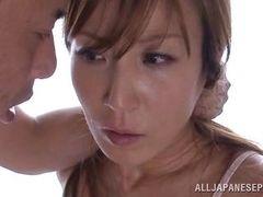 Зрелая японская милашка поймана за мастурбацией и трахается