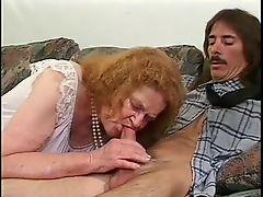 Сумасшедшая бабуля испытывает член