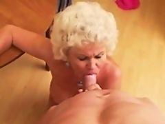 Зрелая леди Эффи сосет жесткий член