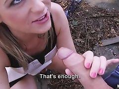 Сексуальный Vinna берет ртом неистово за деньги